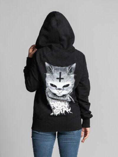 C'est le dos de la veste à capuche noire femme et homme de la marque Radio Metal qui représente un chat satanique