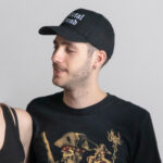 c'est une casquette simple de la marque Radio metal où il est écrit Metal head
