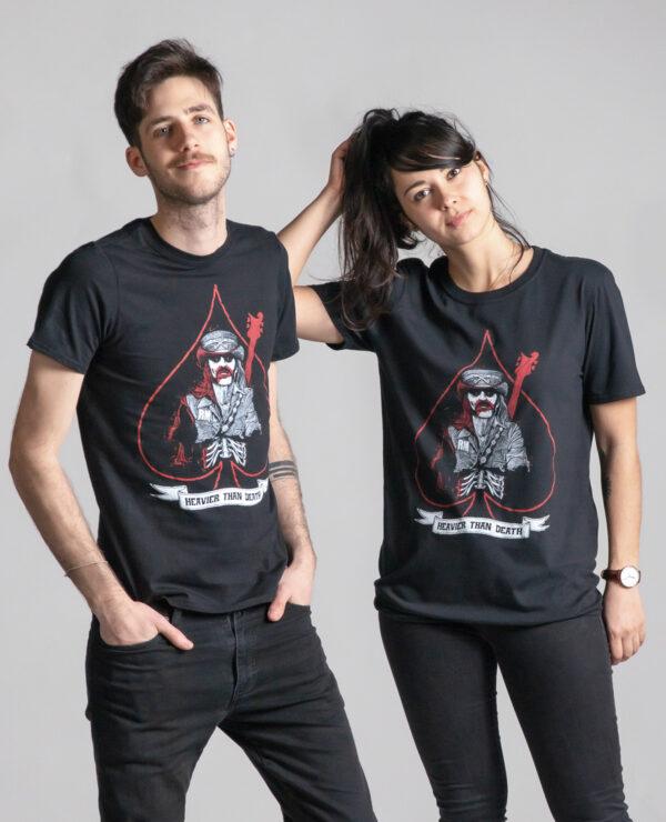 C'est un t-shirt noir femme et homme de la marque Radio Metal qui représente un le chanteur Lemmy du groupe Motörhead